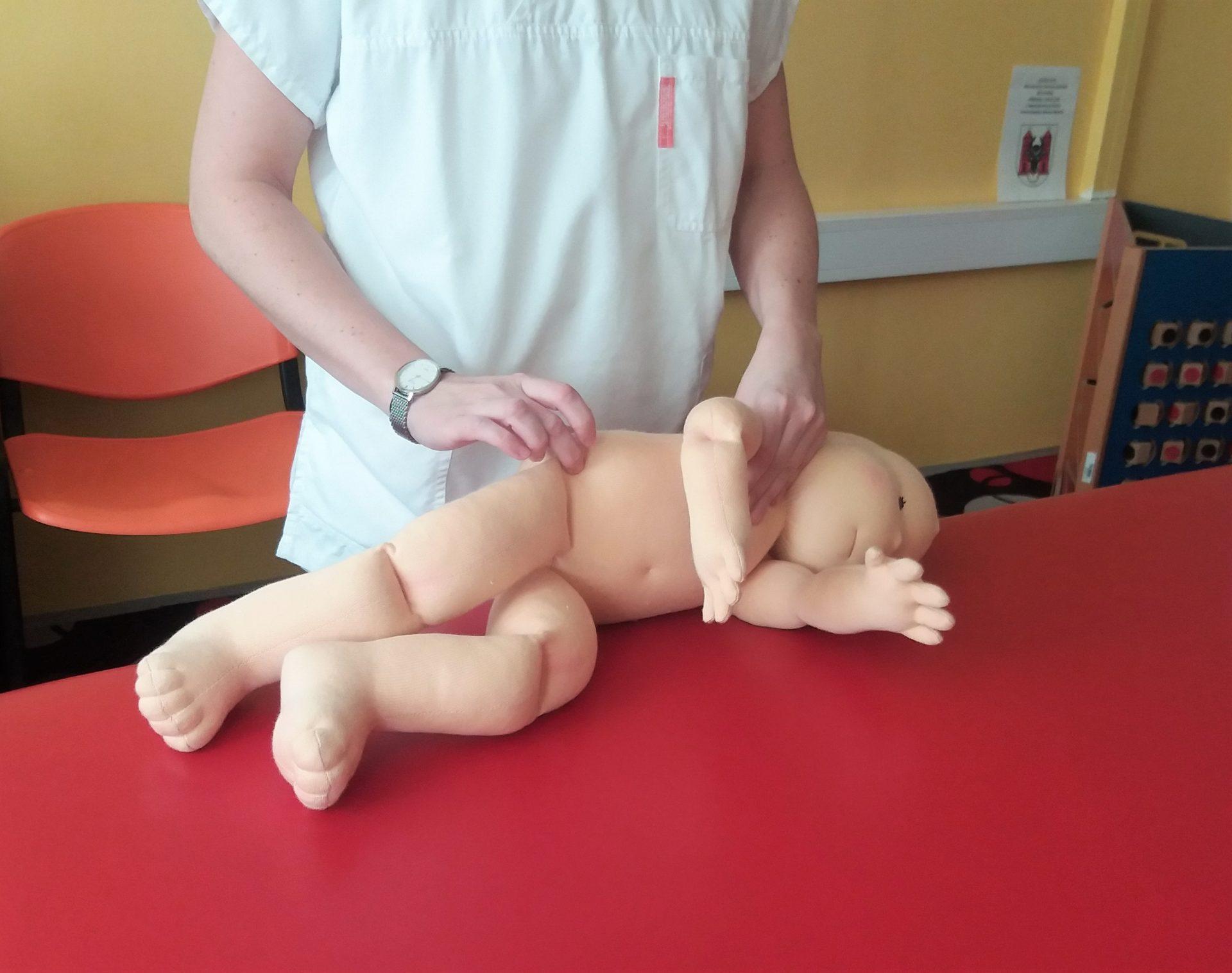 Demo panenka, demonstrační figurína, terapeutická panenka, ukázka Vojtova metoda, fyzioterapie, Ekopanenky