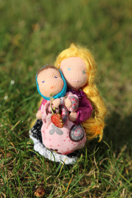 Maminka s děťátkem do domečku pro panenky Ekopanenky