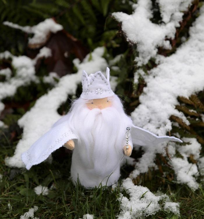 Zimní král - postava z filcu a úpletu - ekopanenky