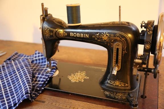 Starý šicí stroj Bobbin
