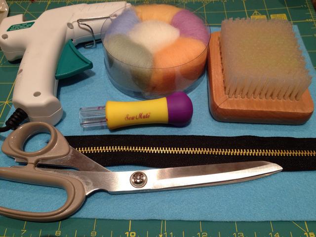 نقطع القماش من السحاب Cut the fabric on the zipper