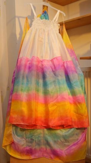 Duhové hedvábné šaty na ramínku, ekopanenky