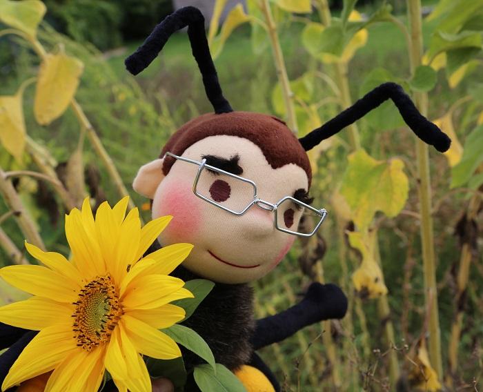 panenka včela se slunečnicí
