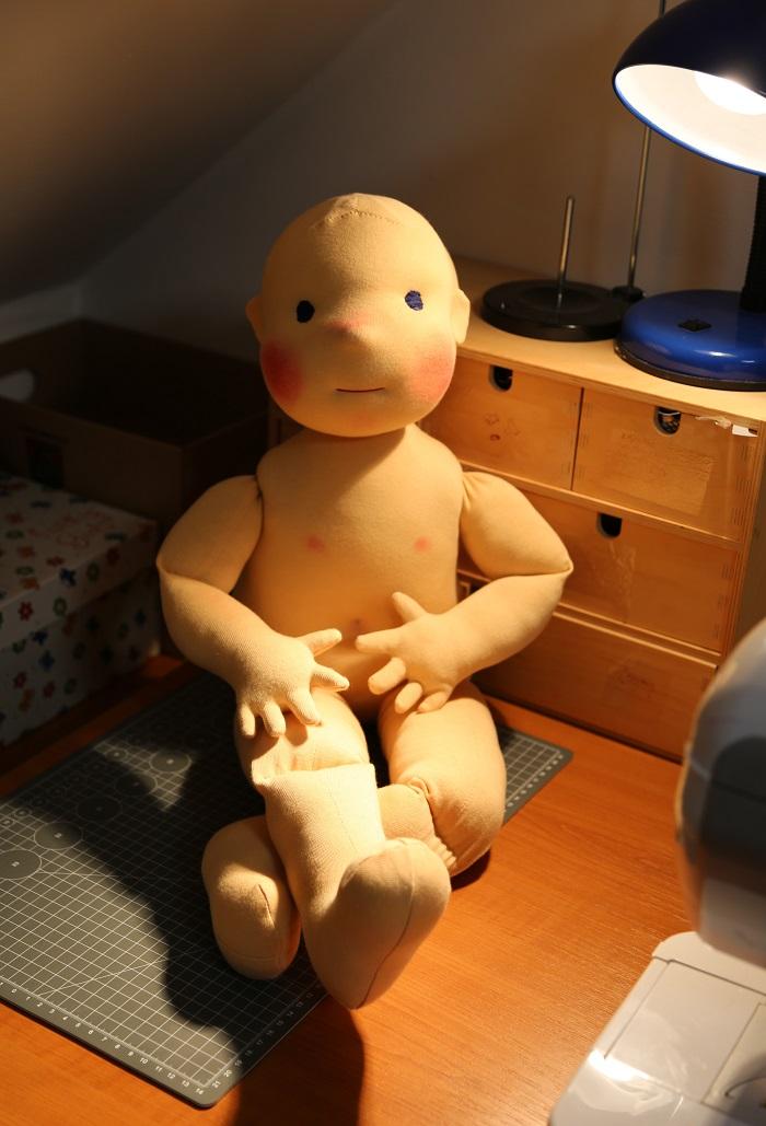 Ekopanenky, panenka si před prací na fyzioterapii hoví