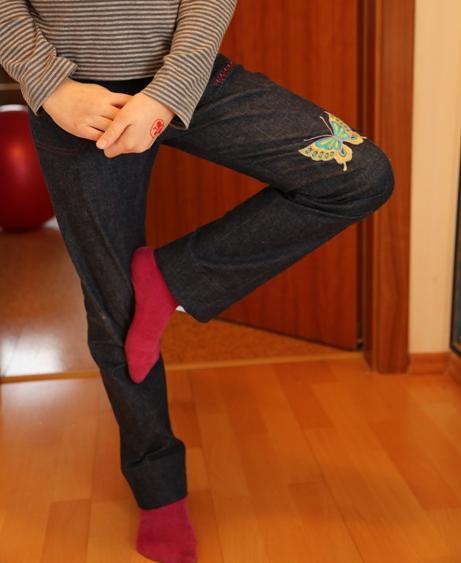 kalhoty s motýlky - pružná džínovina se strojovou výšivkou