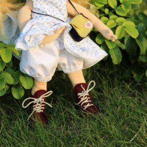 ručně šitá panenka dívenka
