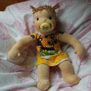 Ručně šitá waldorfská panenka s dudlíkem