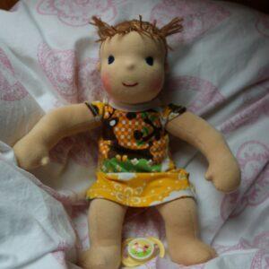ručně šitá waldorfská panenka