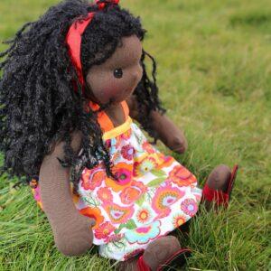 Černošská holčička s kudrnatými vlásky, panenka