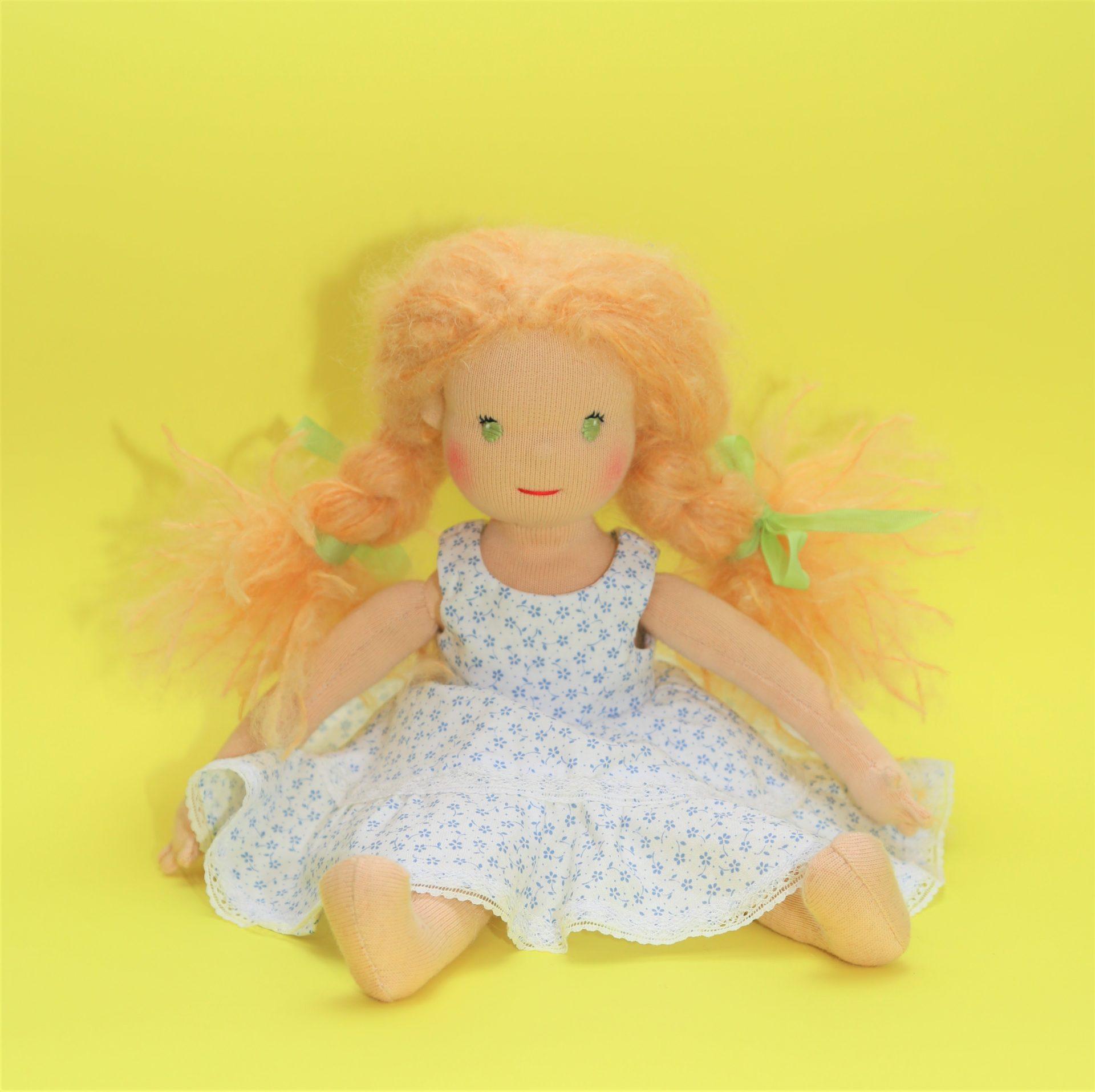 Panenka dívenka v romantických šatičkách, ekopanenky