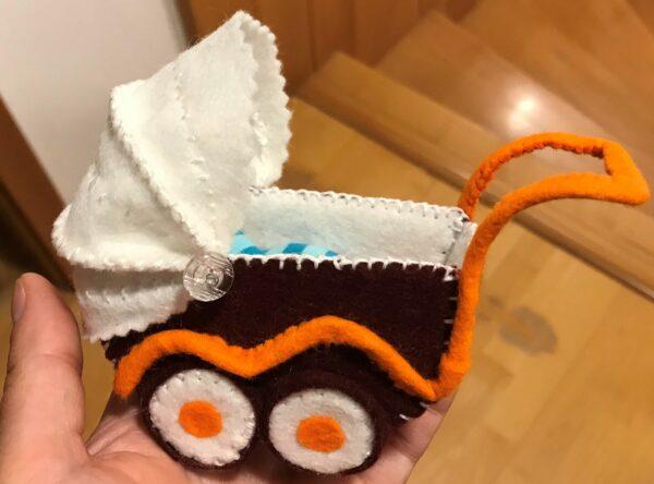 Kočárek pro panenky ručně šitý z vlněné plsti, vlněný filc,ekopanenky