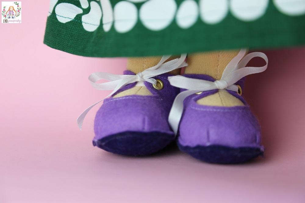 zrzava rebelka, botičky pro panenku, ručně šitá panenka z přírodních materiálů, ekopanenky