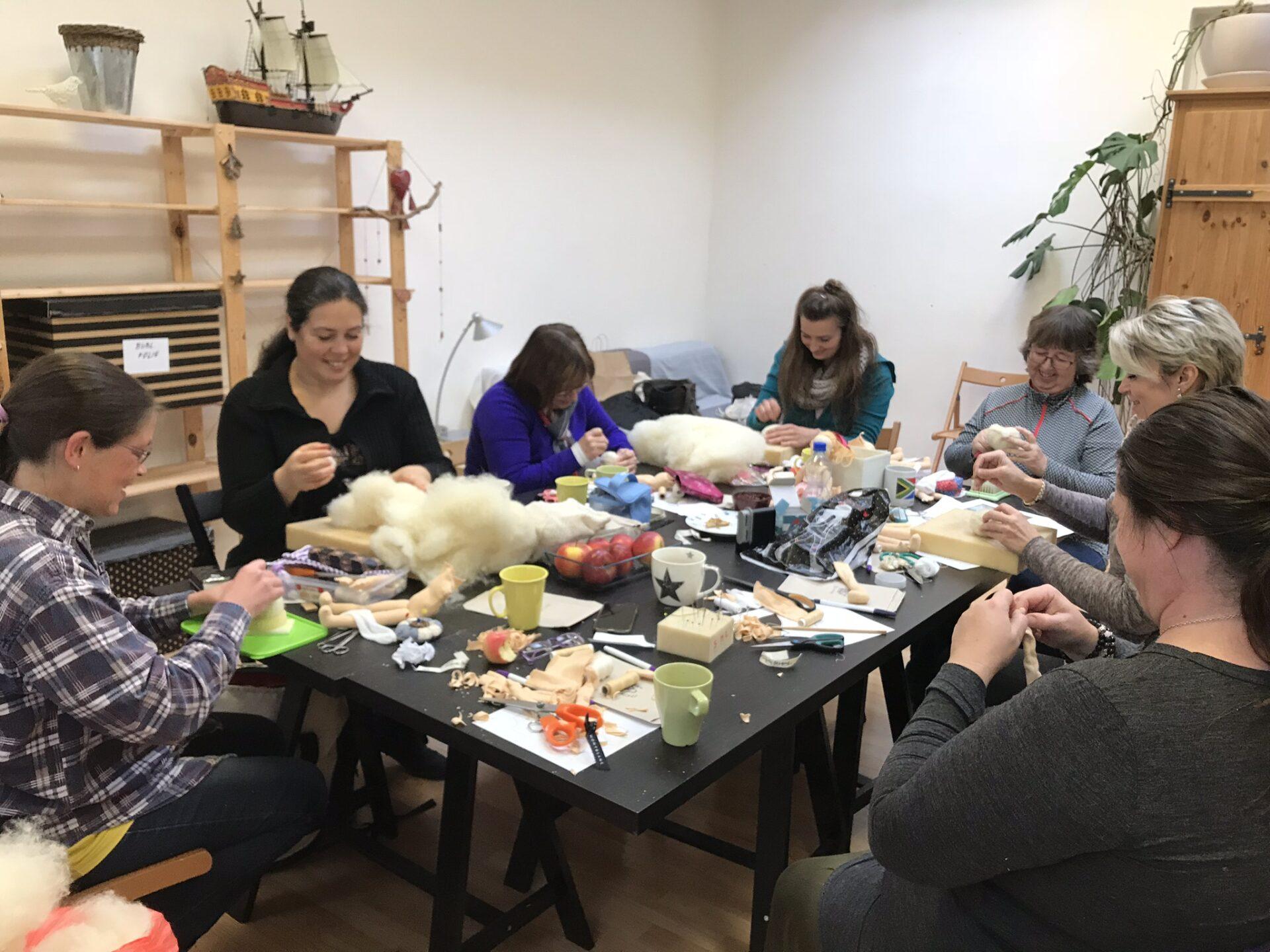 Ohlédnutí za pohodovým kurzem šití panenek v Dobroději 24. 11. 2019