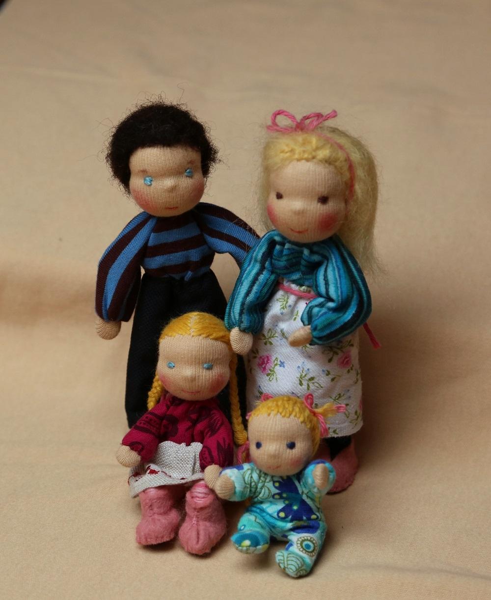 Rodina do domečku na hraní, ekopanenky, panenky s duší