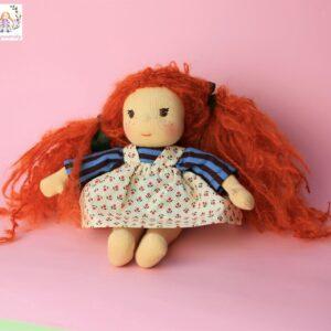 zrzavá panenka jako vánoční poděkování, waldorfská panenka s vlásky z ohnivě zbarveného mohéru, ekopanenky, panenky s duší