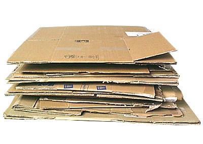 staré složené kartonové krabice
