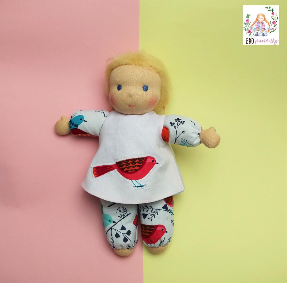 Mazlinka a barevní ptáčci, měkká waldorfská panenka, ručně šitá panenka s mohérovými vlásky, ekopanenky, panenky s duší