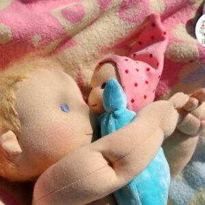 Blonďáček, látkové miminko detail hlavy a ruky, ručně šitá panenka, ekopanenky.cz, Tereza Jarošová