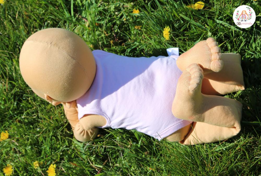 fyziopanenka z vlny, ručně šitá panenka určená k výuce Vojtovy metody a dalších terapeutických metod