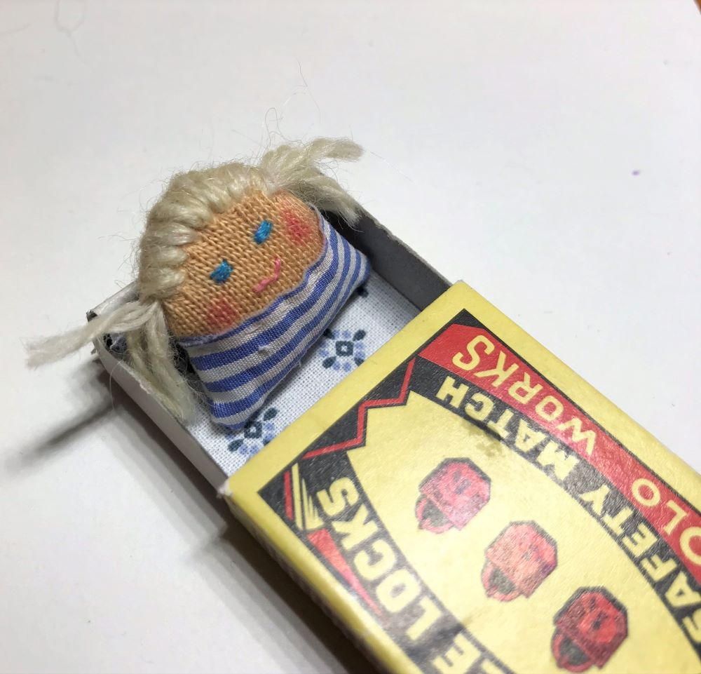 minipanenka v krabičce od sirek
